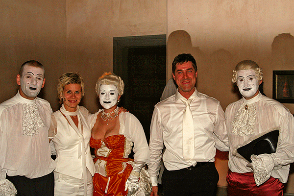 http://skyliners-shows.de/wp-content/uploads/Hochzeitsshow16_big.jpg